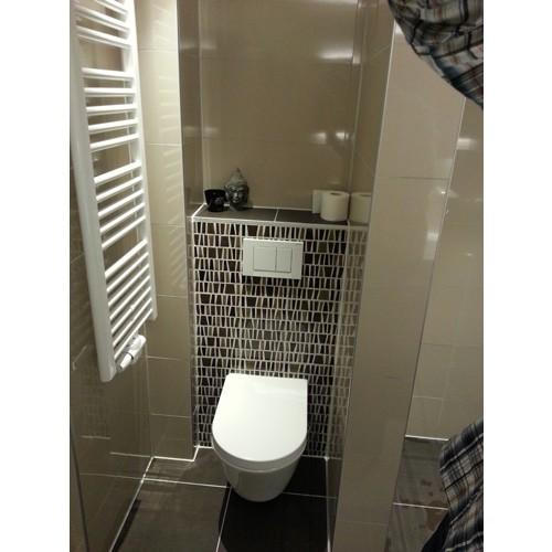 Badkamer almere een strakke badkamer met mozaiek accenten - Wc mozaiek ...